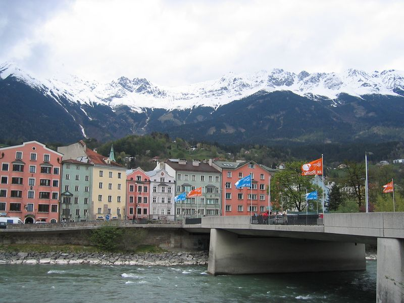 River through Innsbruck.jpg