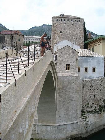 Brave Man Diving from Stari Most.jpg