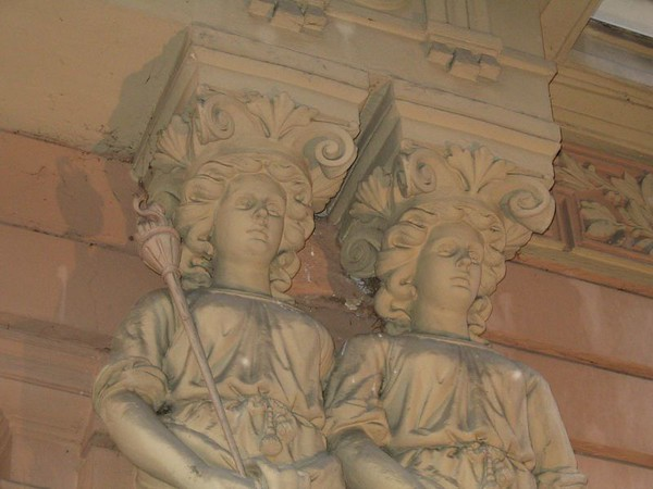 statues near cafe.jpg