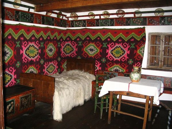 Romanian country bedroom.jpg