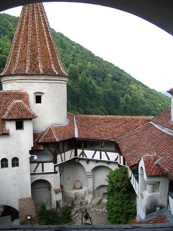 Bran Castle courtyard.jpg