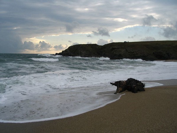 walk along Sinemorets beach.jpg